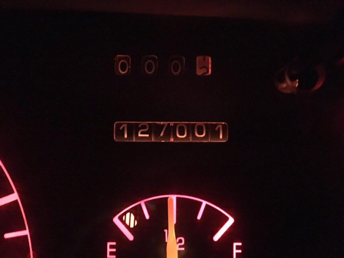 Cuenta kilómetros marcando 127001
