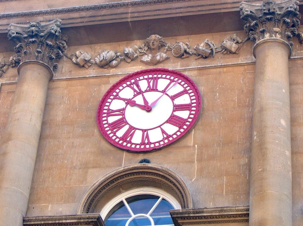 Reloj con dos minuteros
